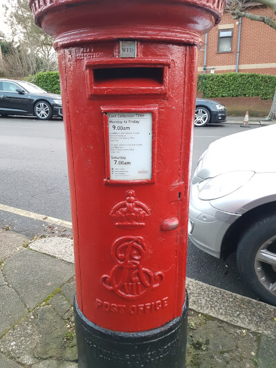 Picture of post box showing the Royal Cypher